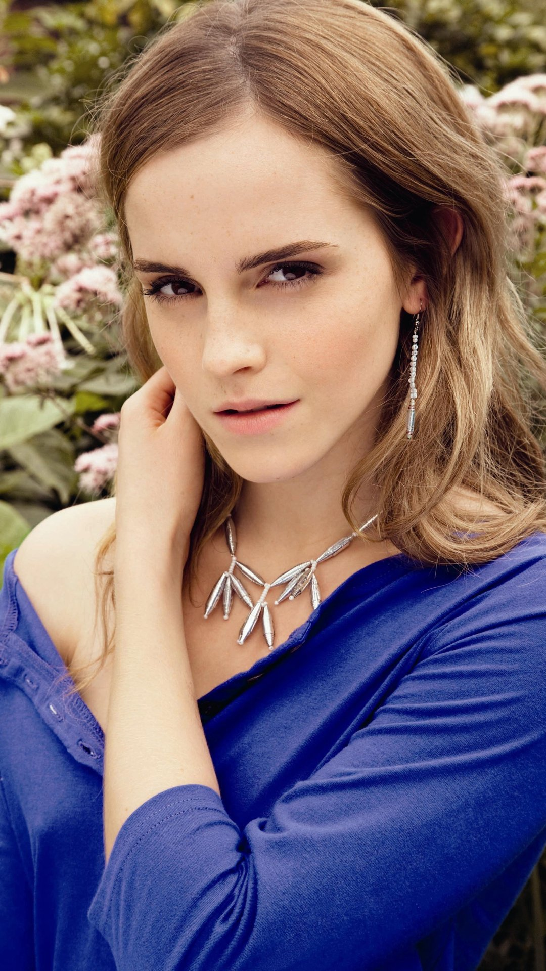 Beautiful Emma Watson Wallpaper for iPhone