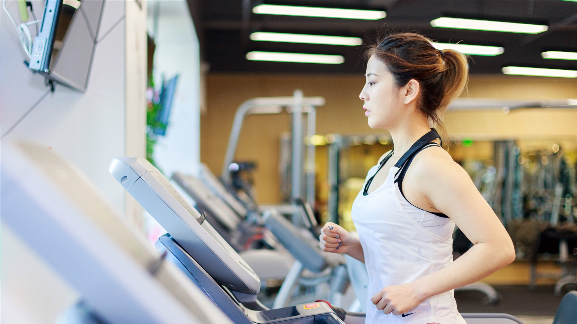 China pretty model indoor fitness running HD Wallpaper 1920x1080