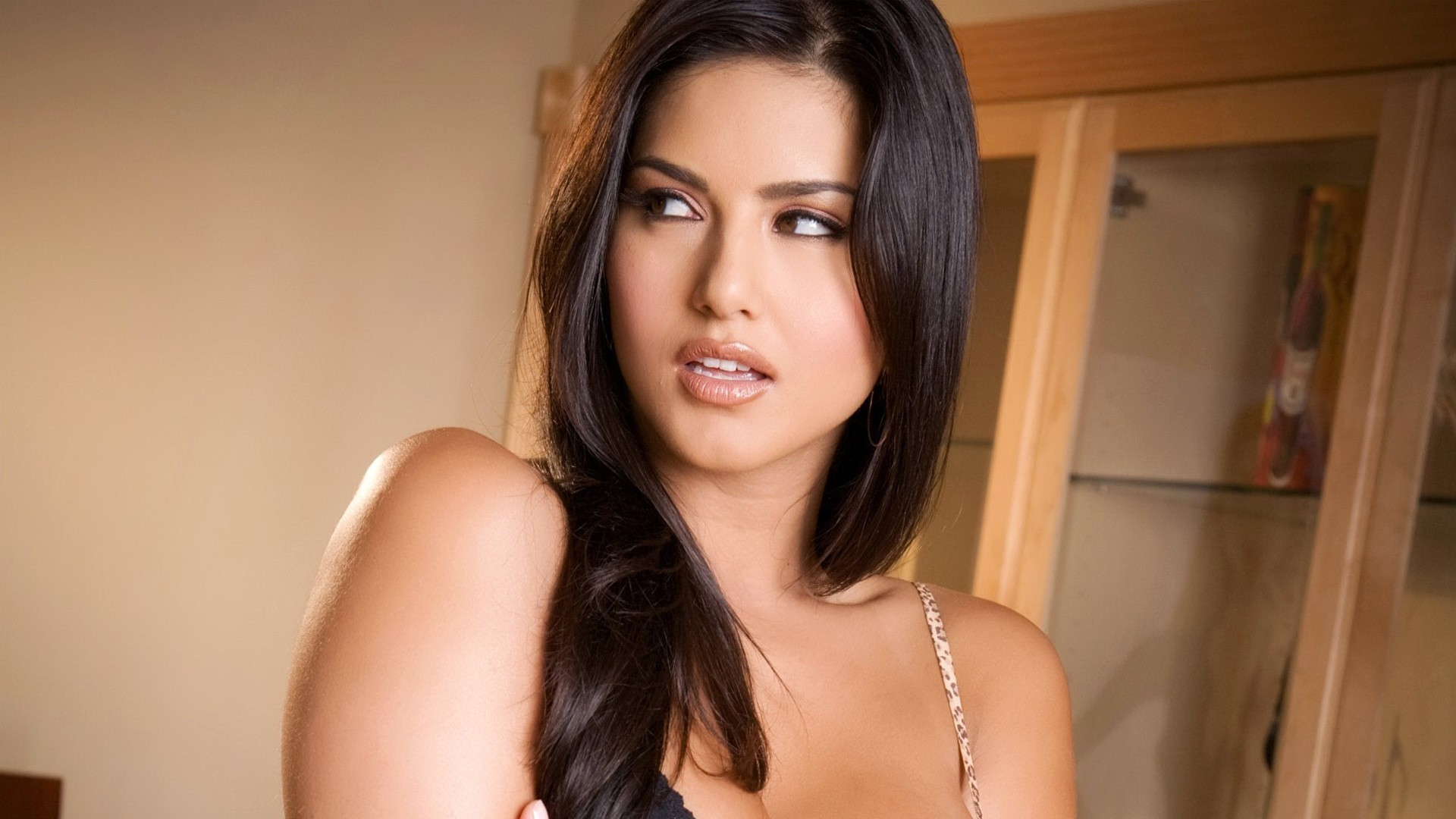 New Hot Sunny Leone Photos Wallpaper