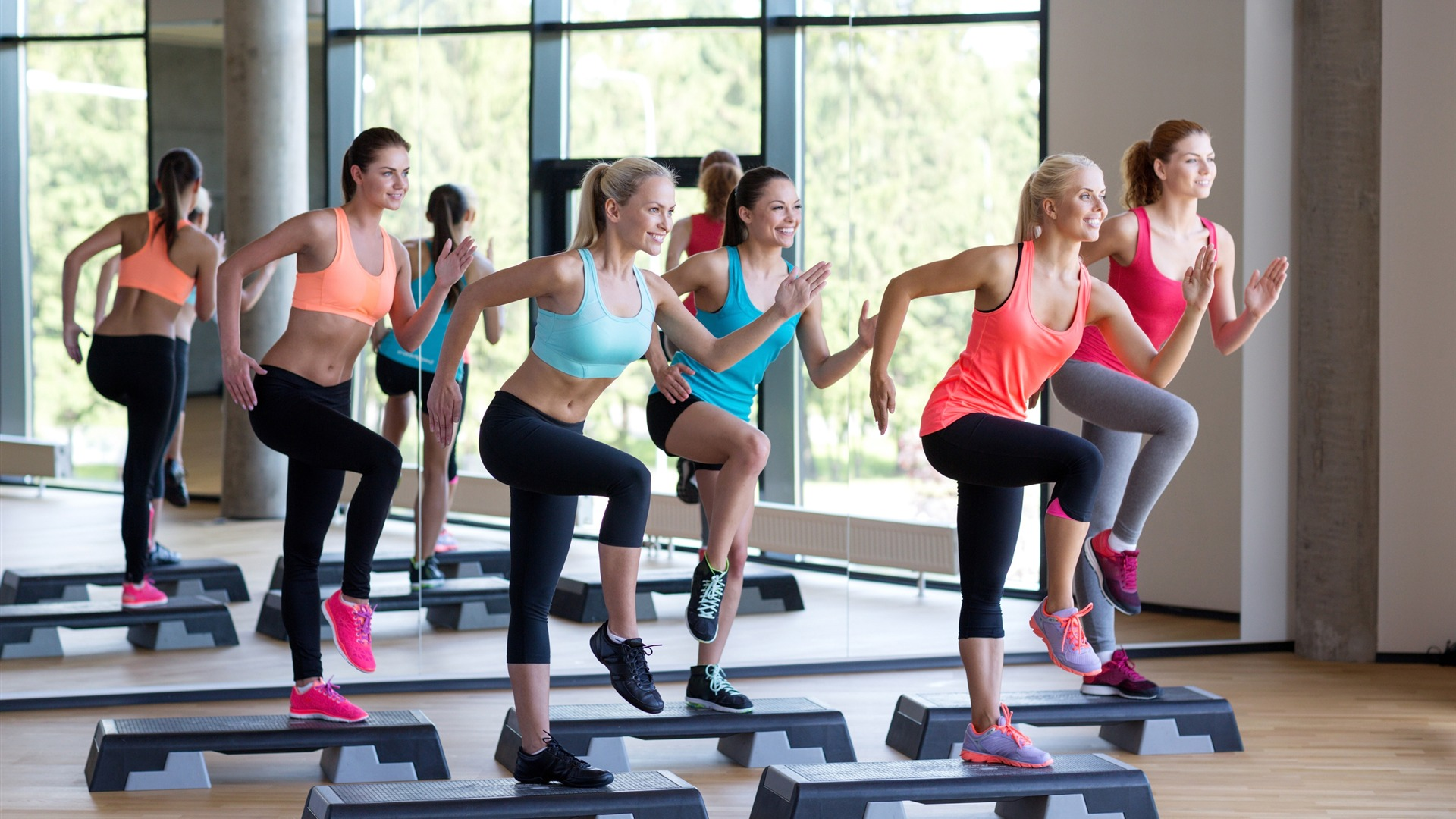 Women aerobics located step fitness photo HD 1920x1080