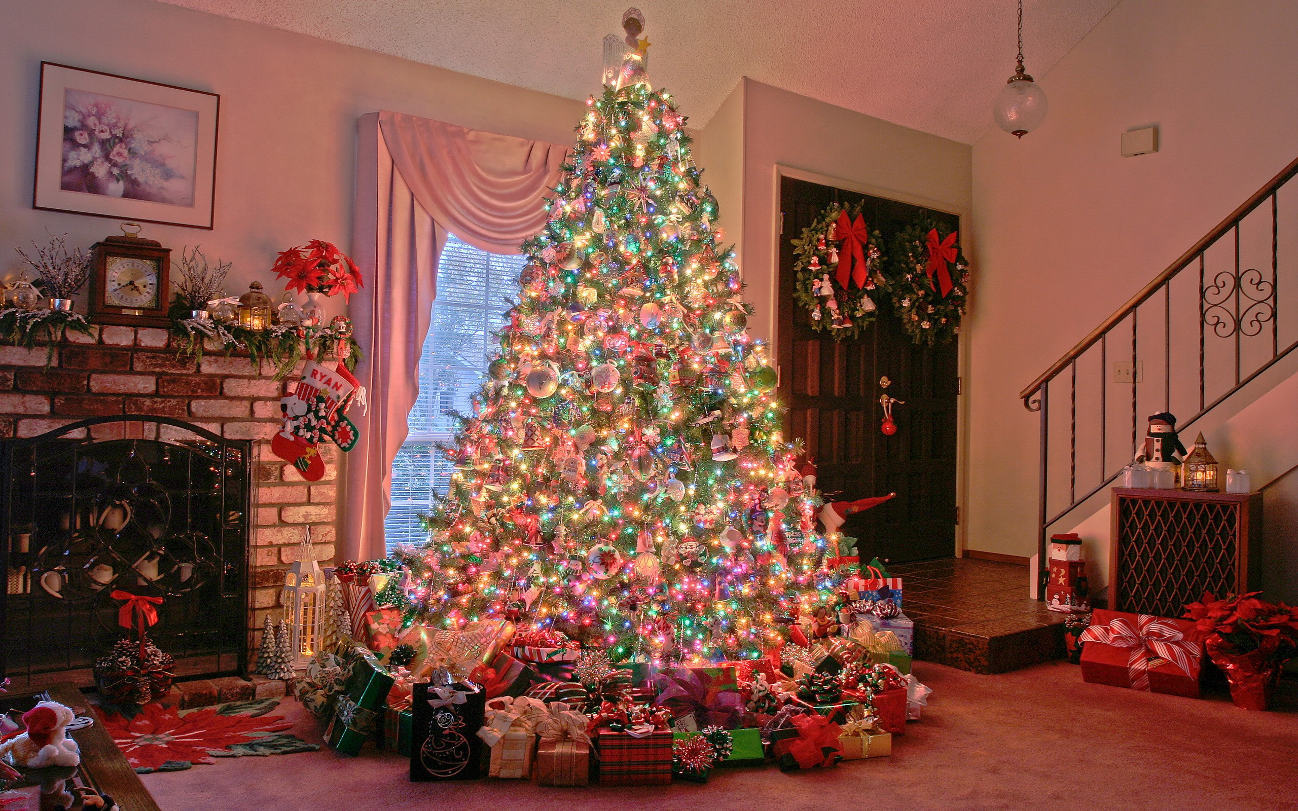 Amazing Christmas Tree Lights Decoration Wallpaper
