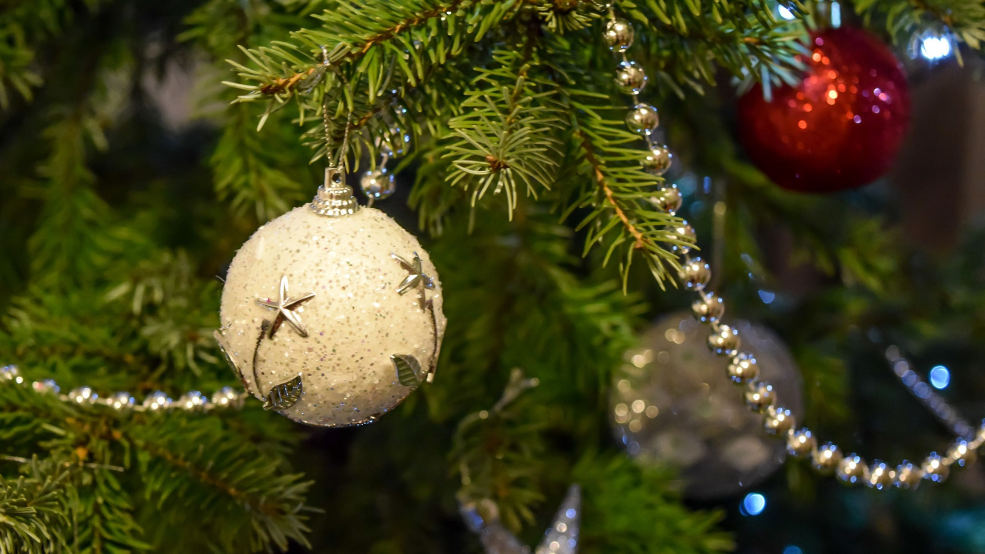 Christmas tree with baubles background 1920x1080