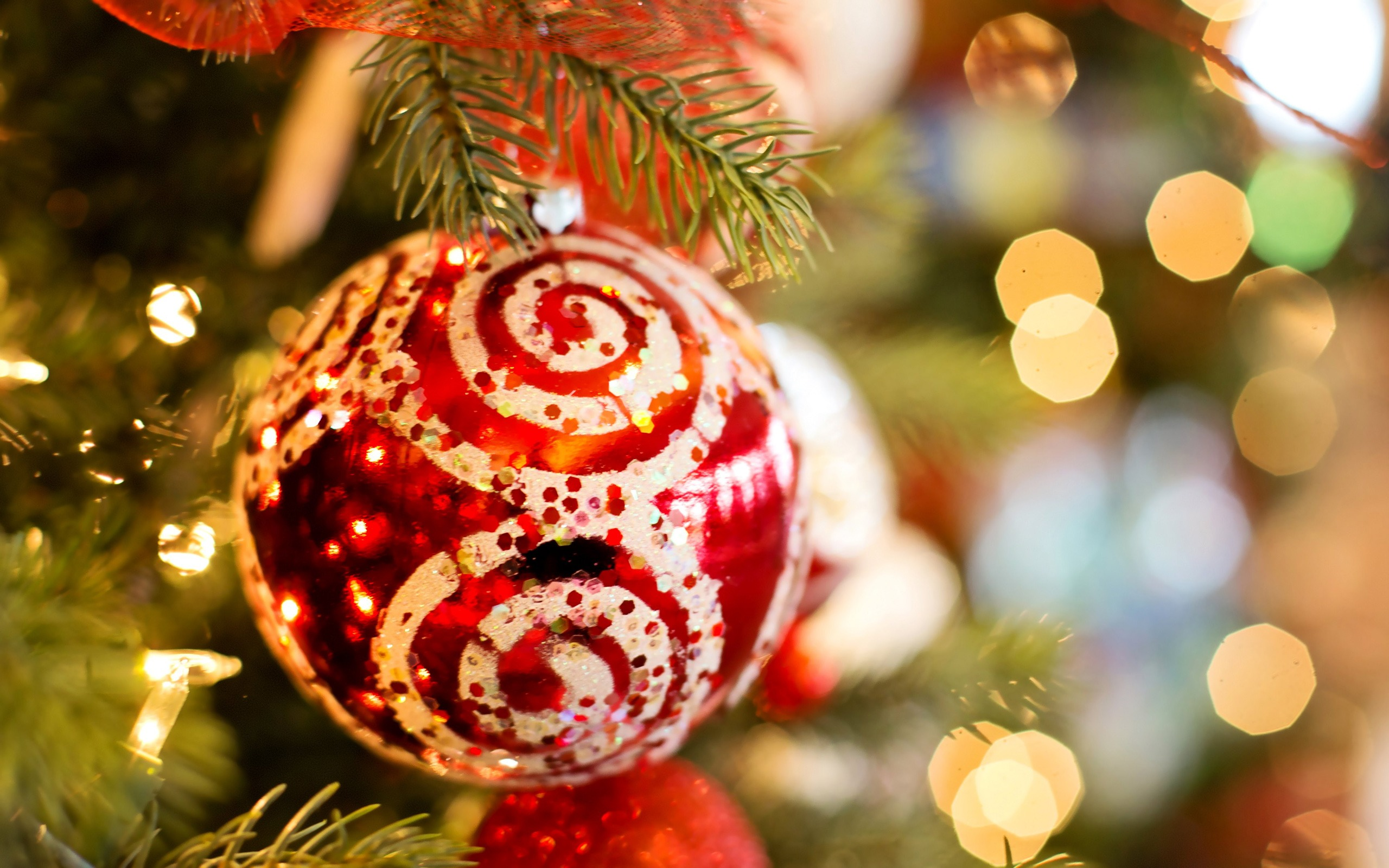 Red christmas tree ball Wallpaper 2560x1600